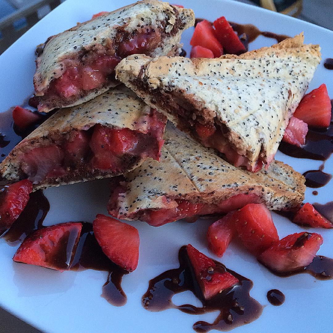 """Empanadas rellenas de nutella """"fit"""" y fresas"""