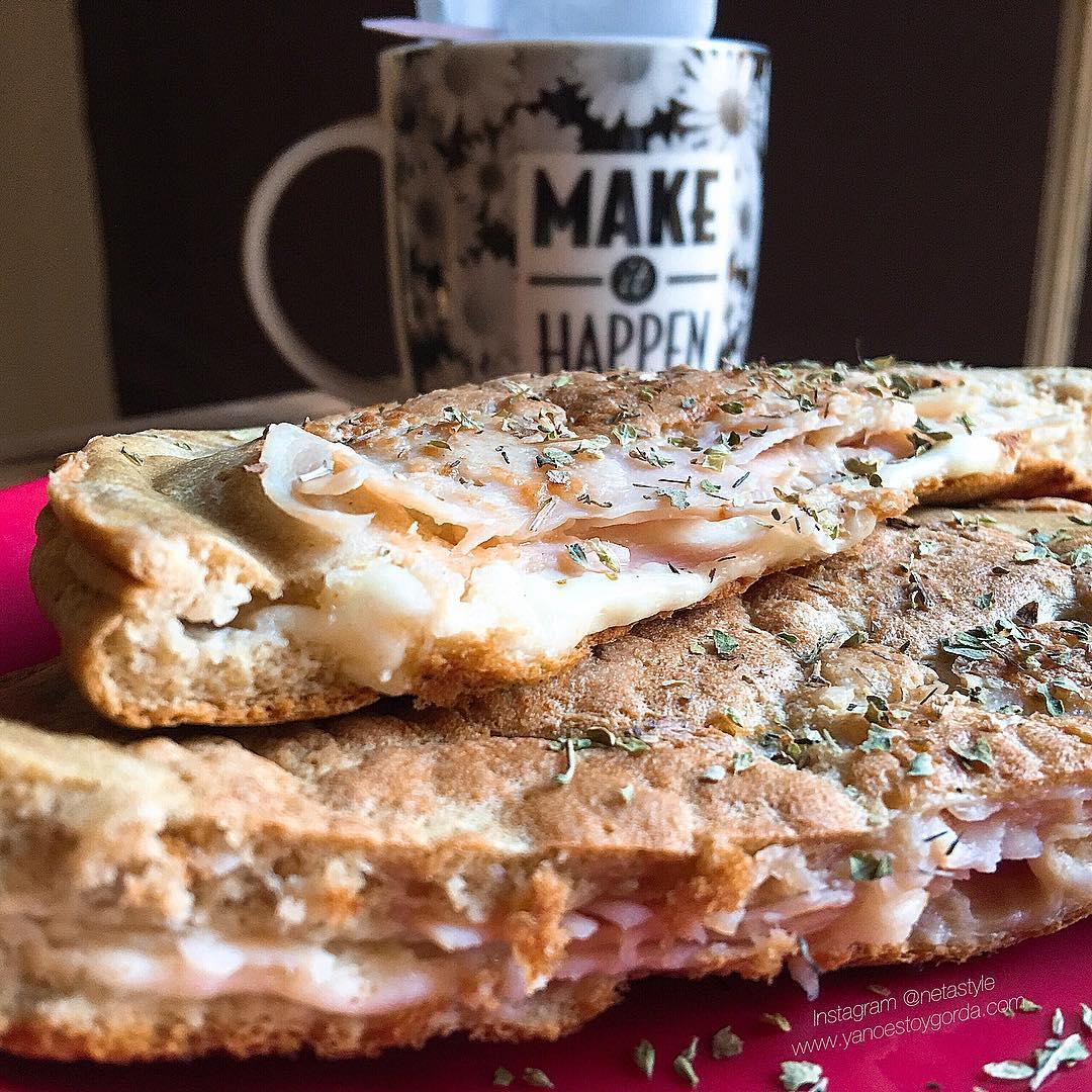 """Maxi tortita de avena rellena de queso y pavo """"fit"""""""