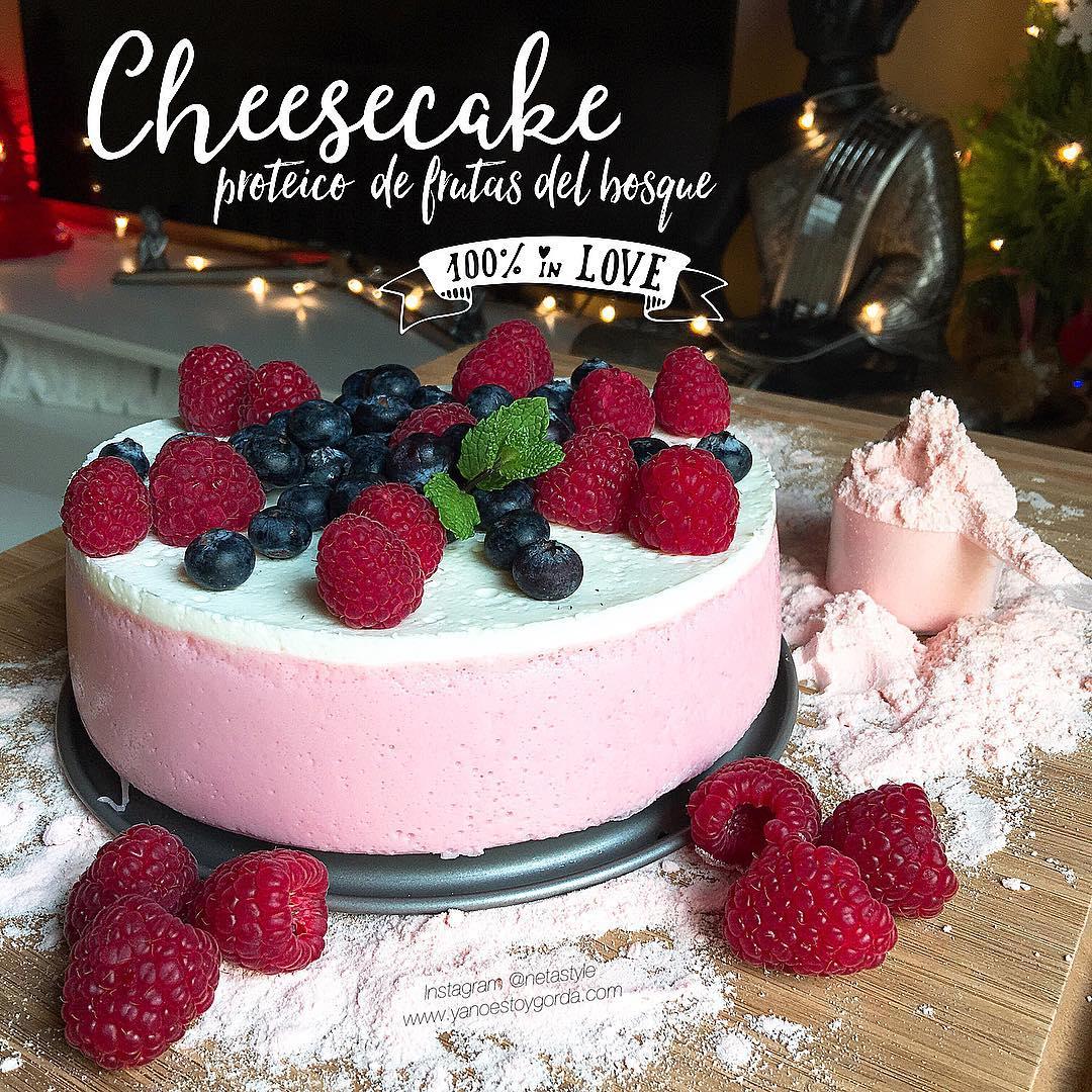 Cheesecake proteico de frutas del bosque