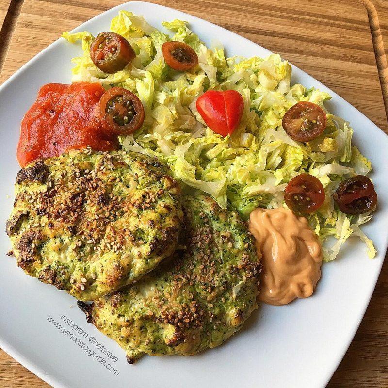 """Hamburguesas de brócoli y pollo """"fit"""""""