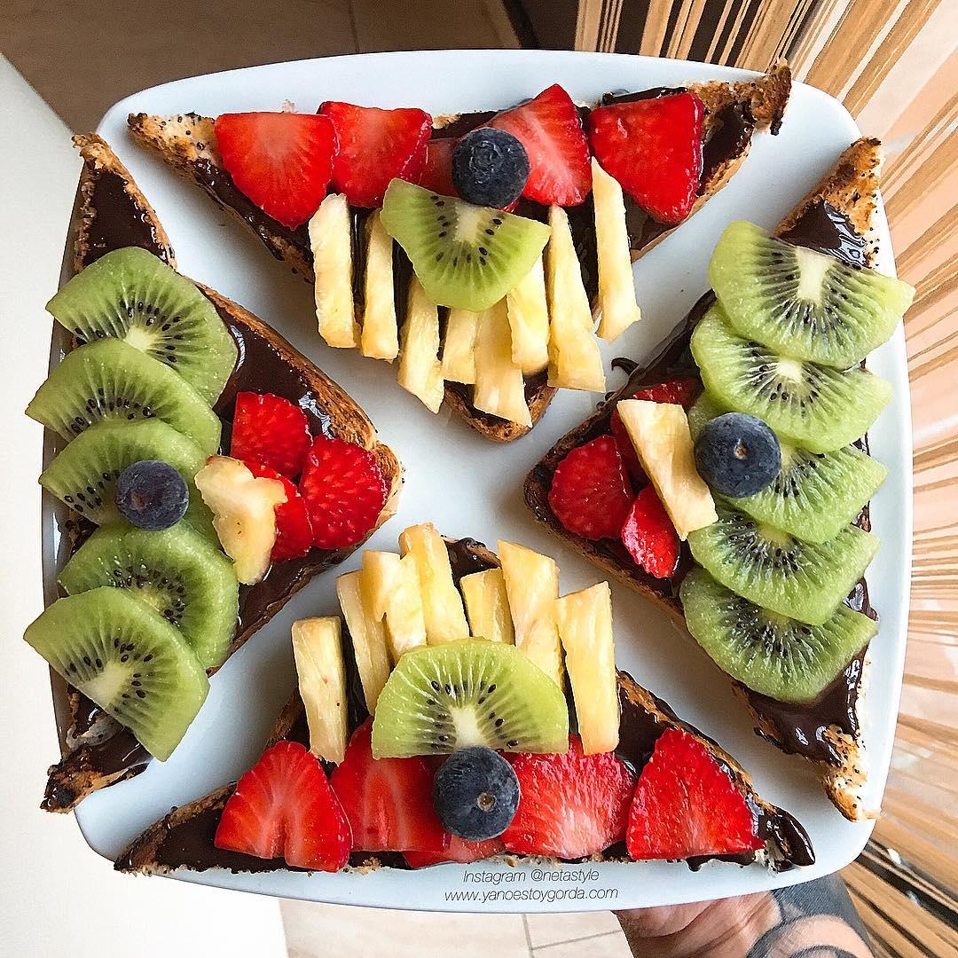 Tostadas con nutella saludable y fruta