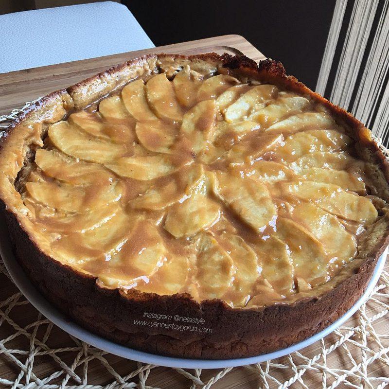 Pastel cremoso de manzana