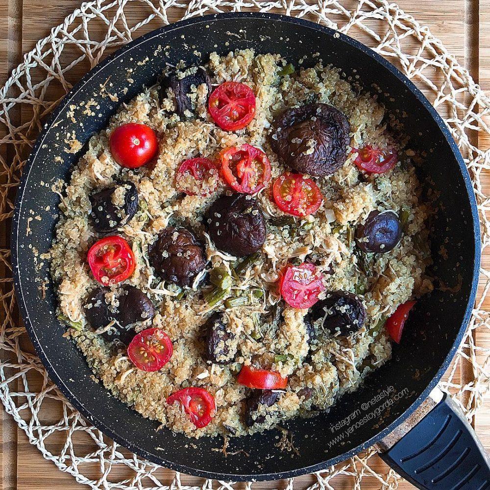 Quinoa con shiitake y pollo