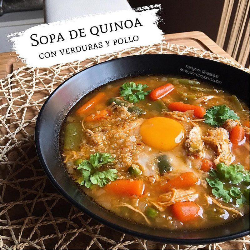 Sopa de quinoa con verduras y pollo