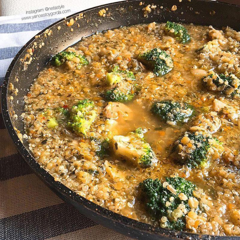 Caldoso de quinoa con salmón y brócoli