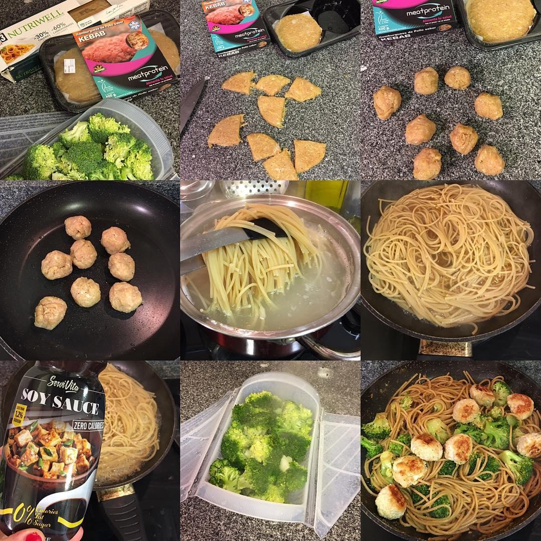 Espaguetis low carb con albóndigas de pollo