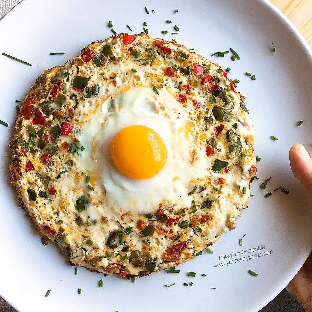 Tortilla de claras con pimientos, ajitos y huevo