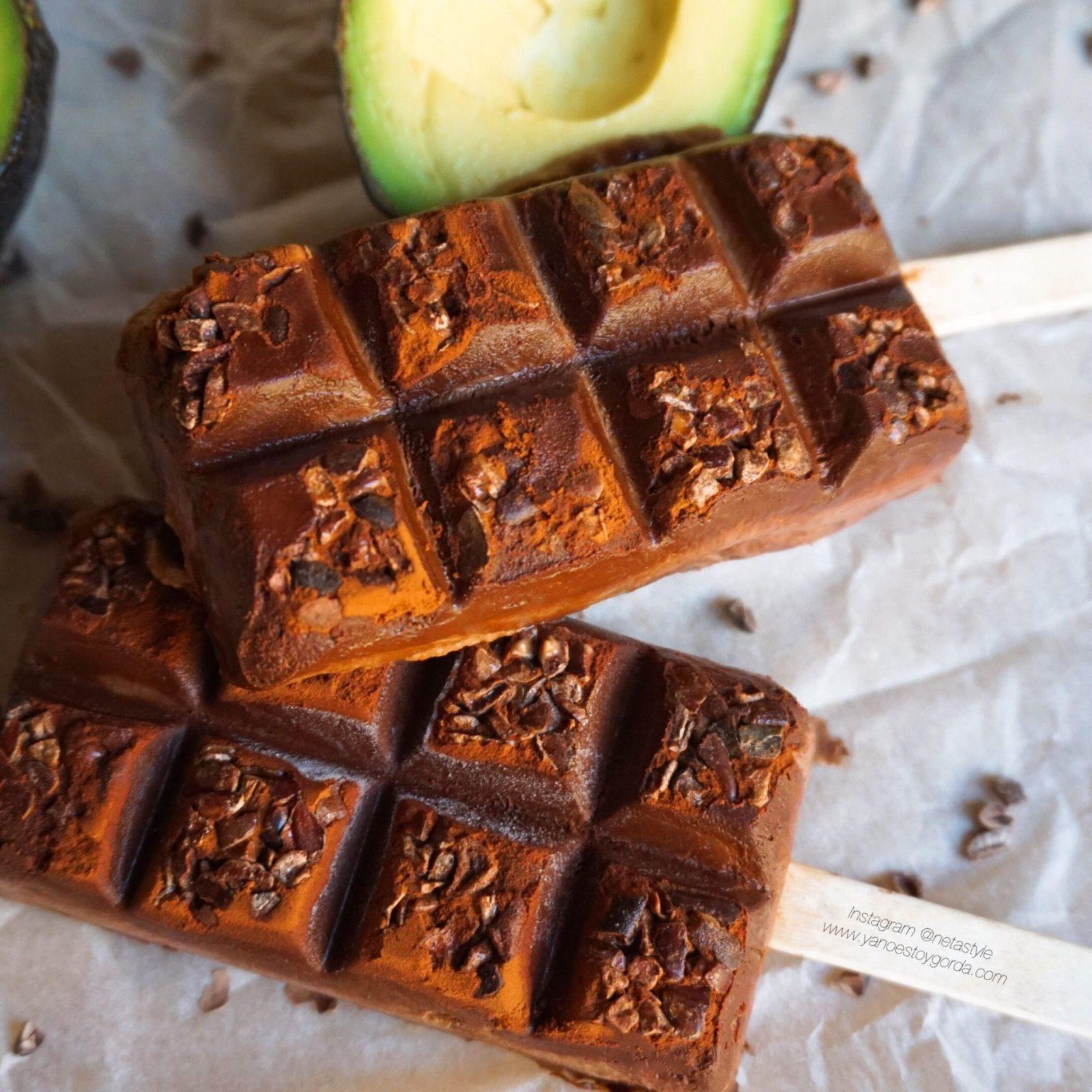Helado cremoso de cacao y aguacate