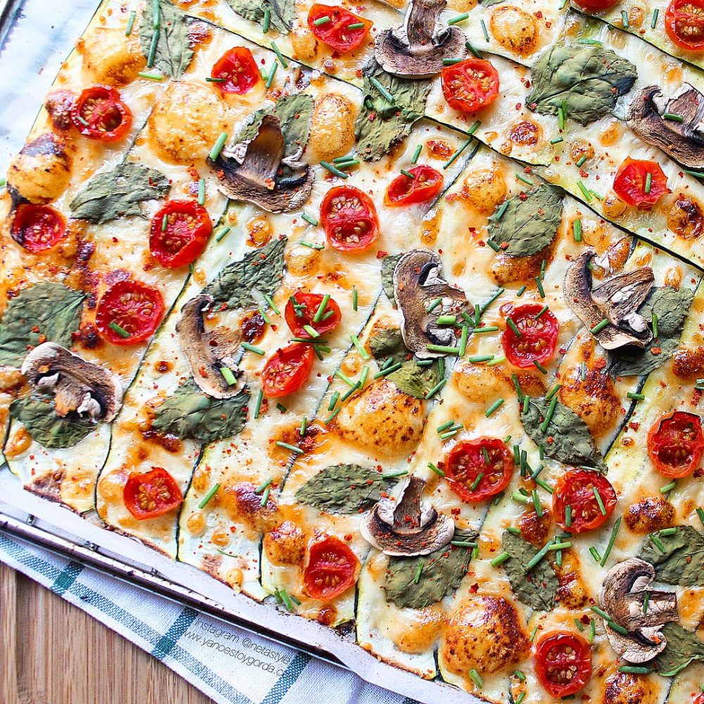 Láminas de calabacín con espinacas y champiñones (calabapizza)