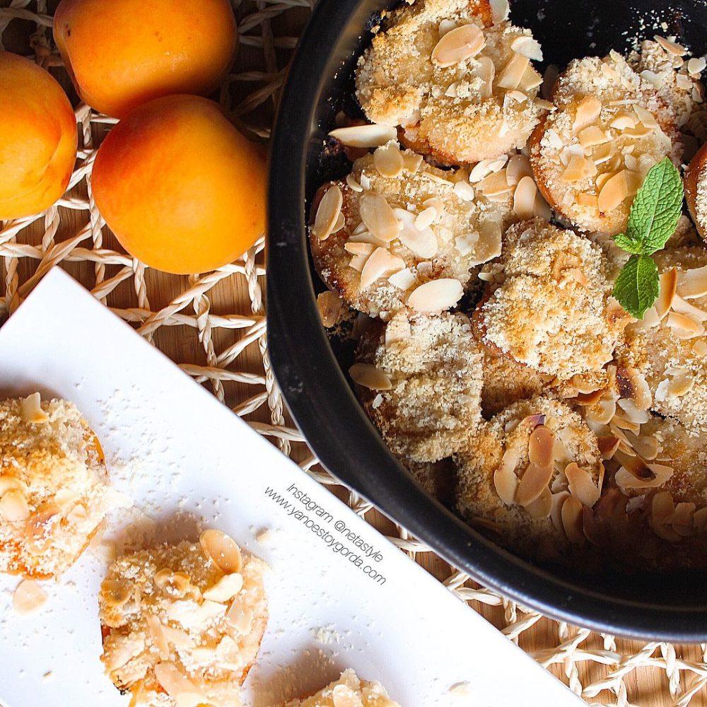 Albaricoques al horno con almendras