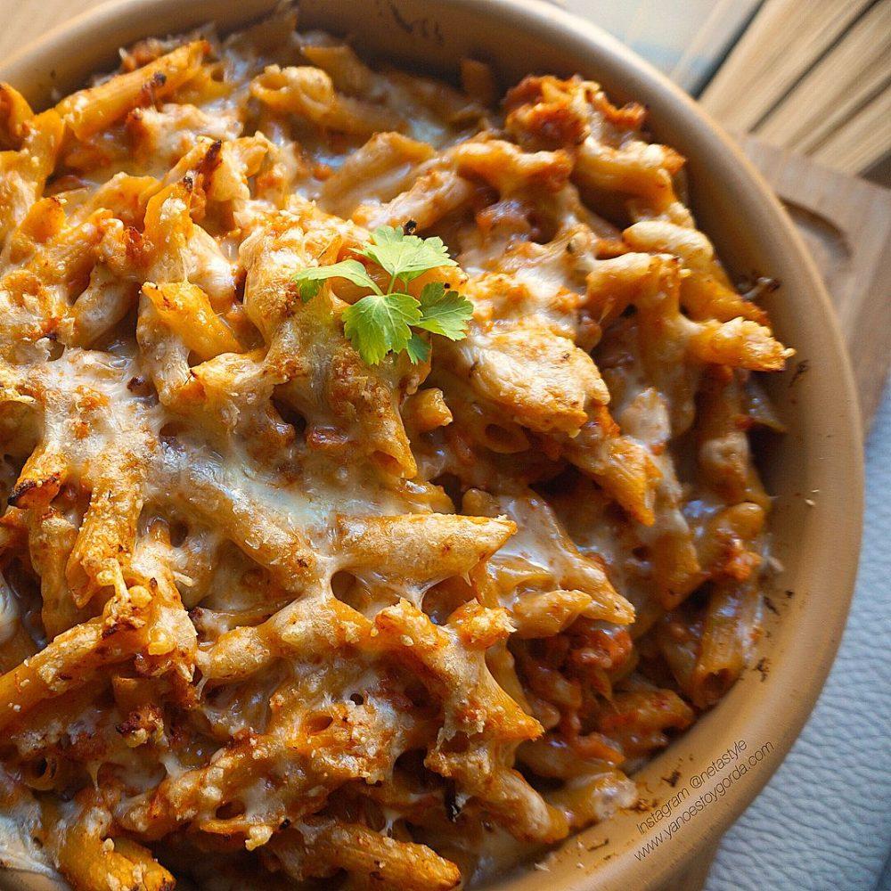 Macarrones integrales con pollo y queso
