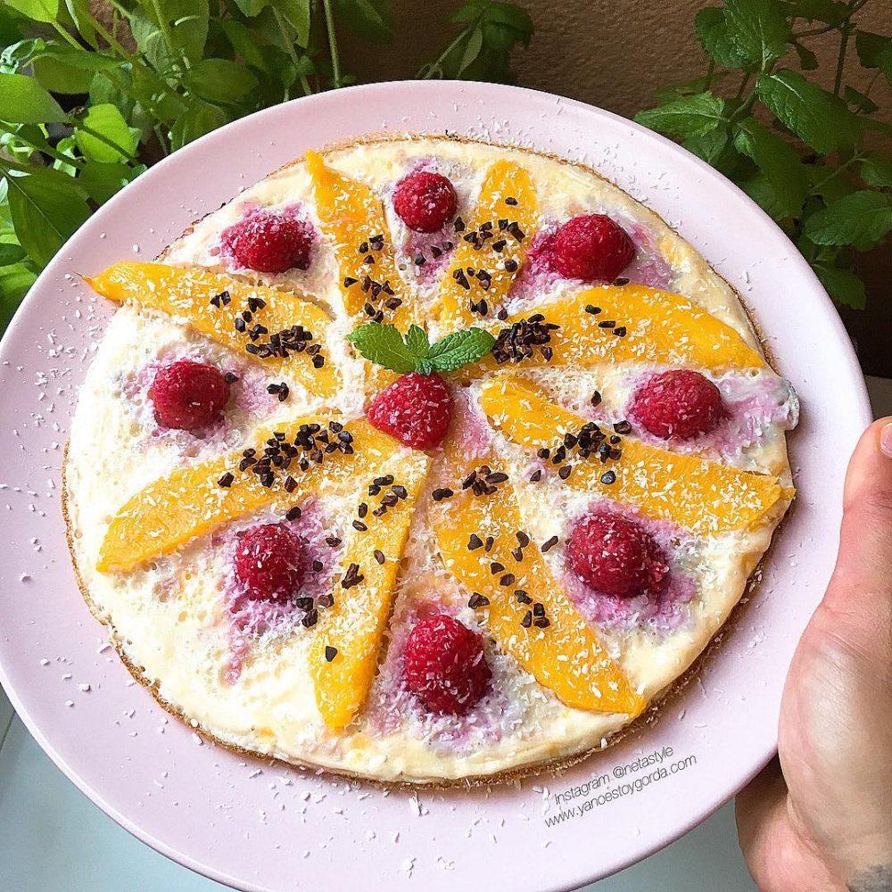 Tortilla dulce de mango y frambuesas
