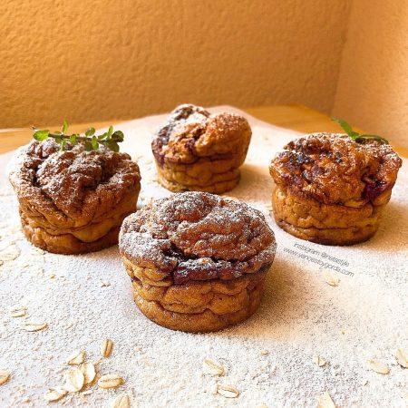 Muffins de avena con frambuesas y cacao