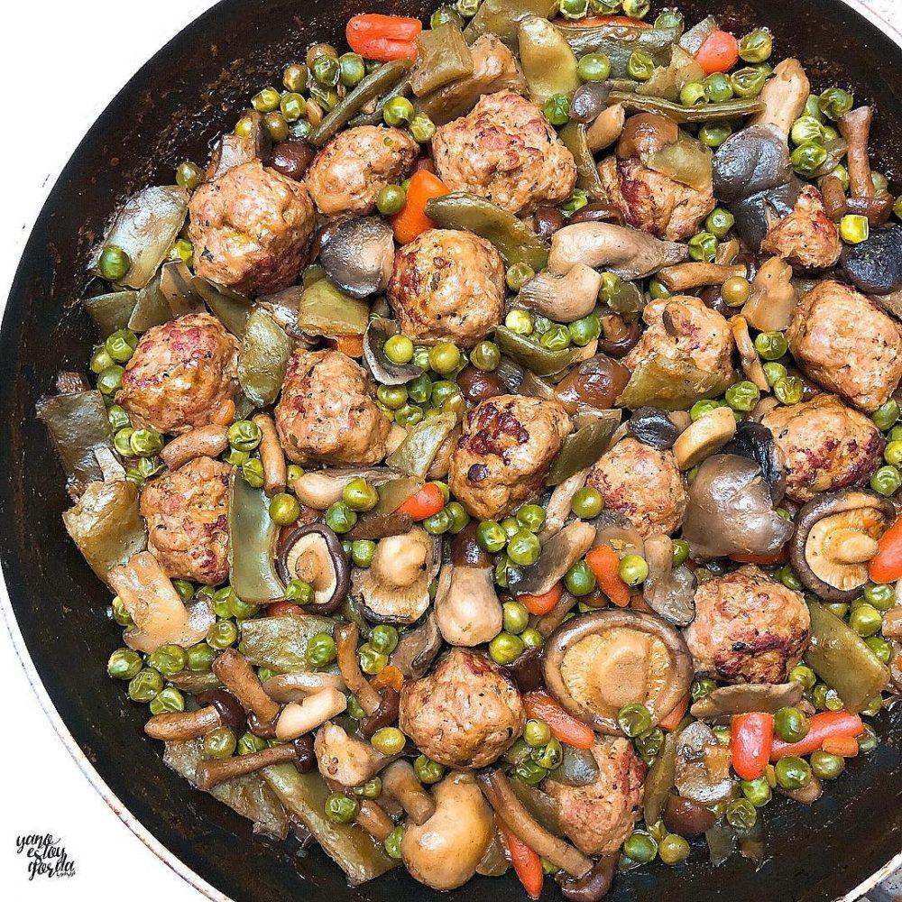 Menestra de verduras con albóndigas