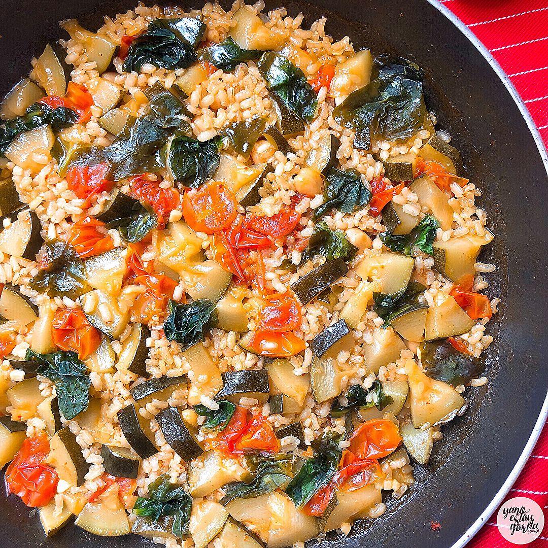 Arroz integral con verduras y garbanzos