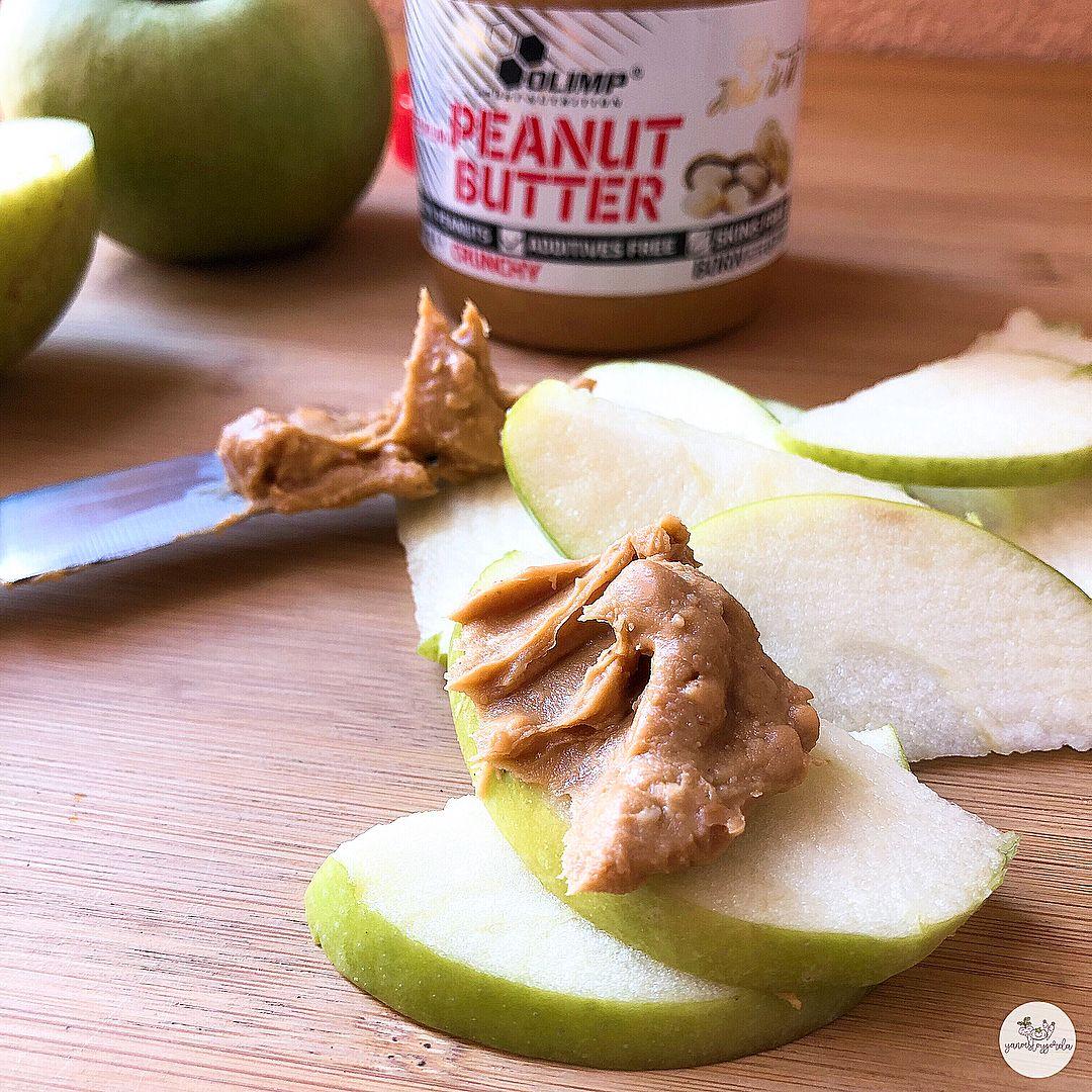 Manzana con manteca de cacahuete