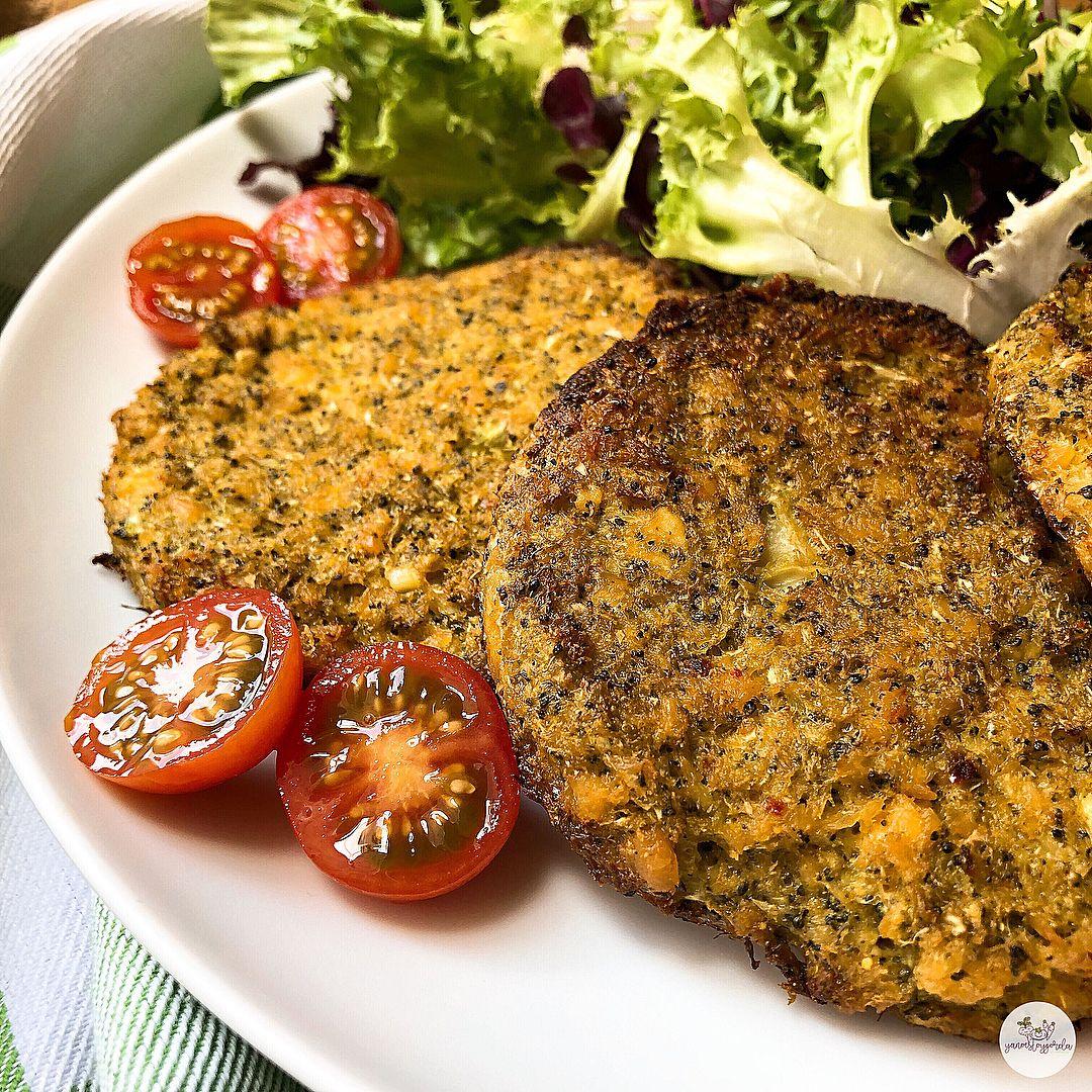 Hamburguesas de brócoli y salmón al curry