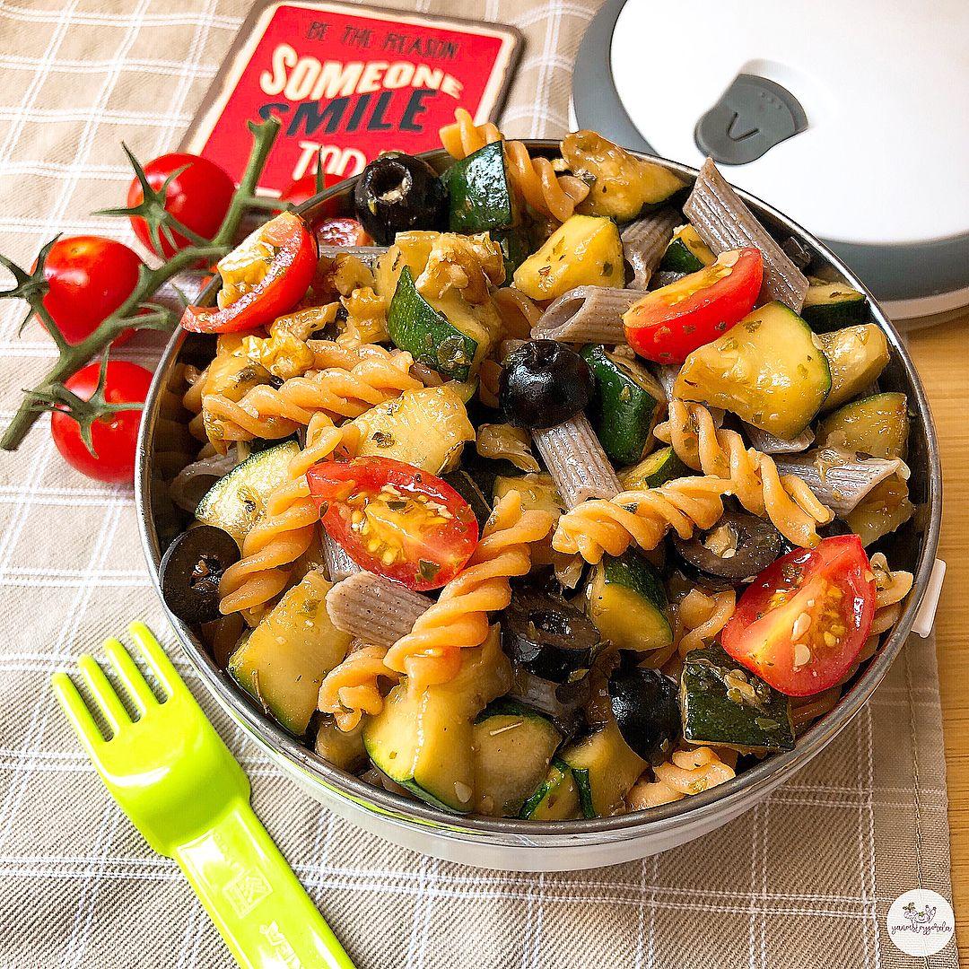 Ensalada de pasta de legumbre y trigo sarraceno