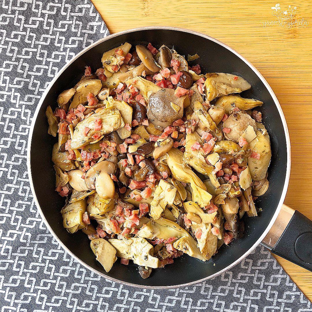 Alcachofas y setas con ajitos y jamón