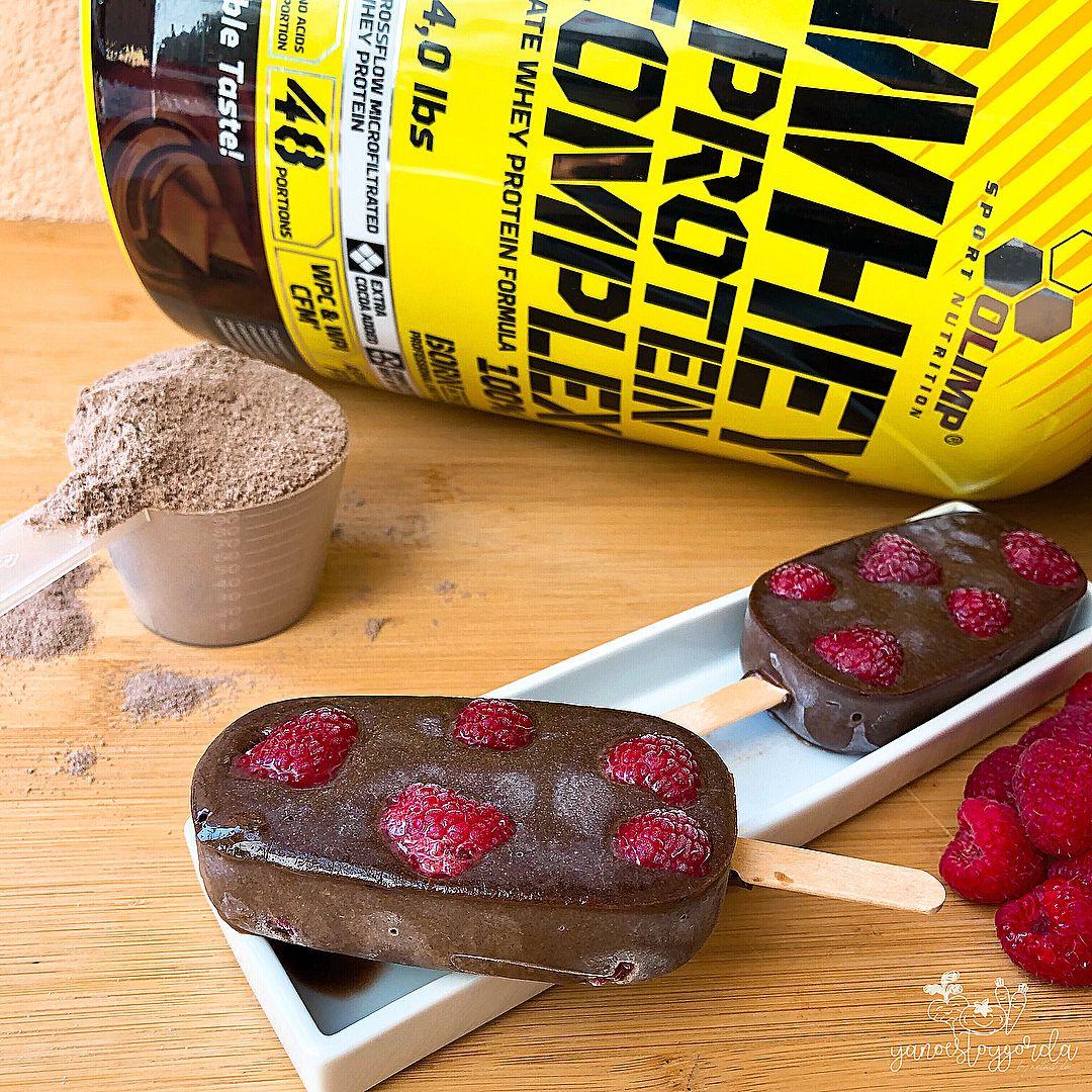 Helados doble chocolate con frambuesas