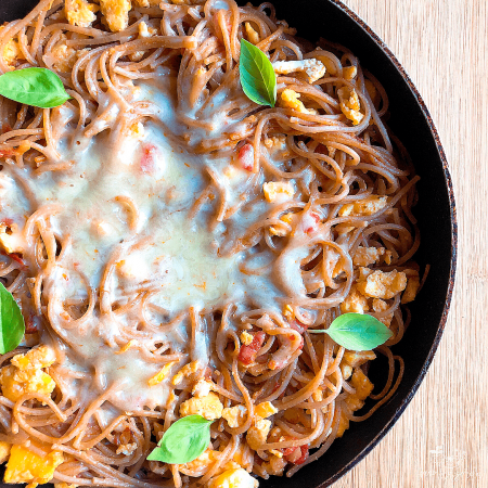 Espaguetis con salsa de tomate y ricotta