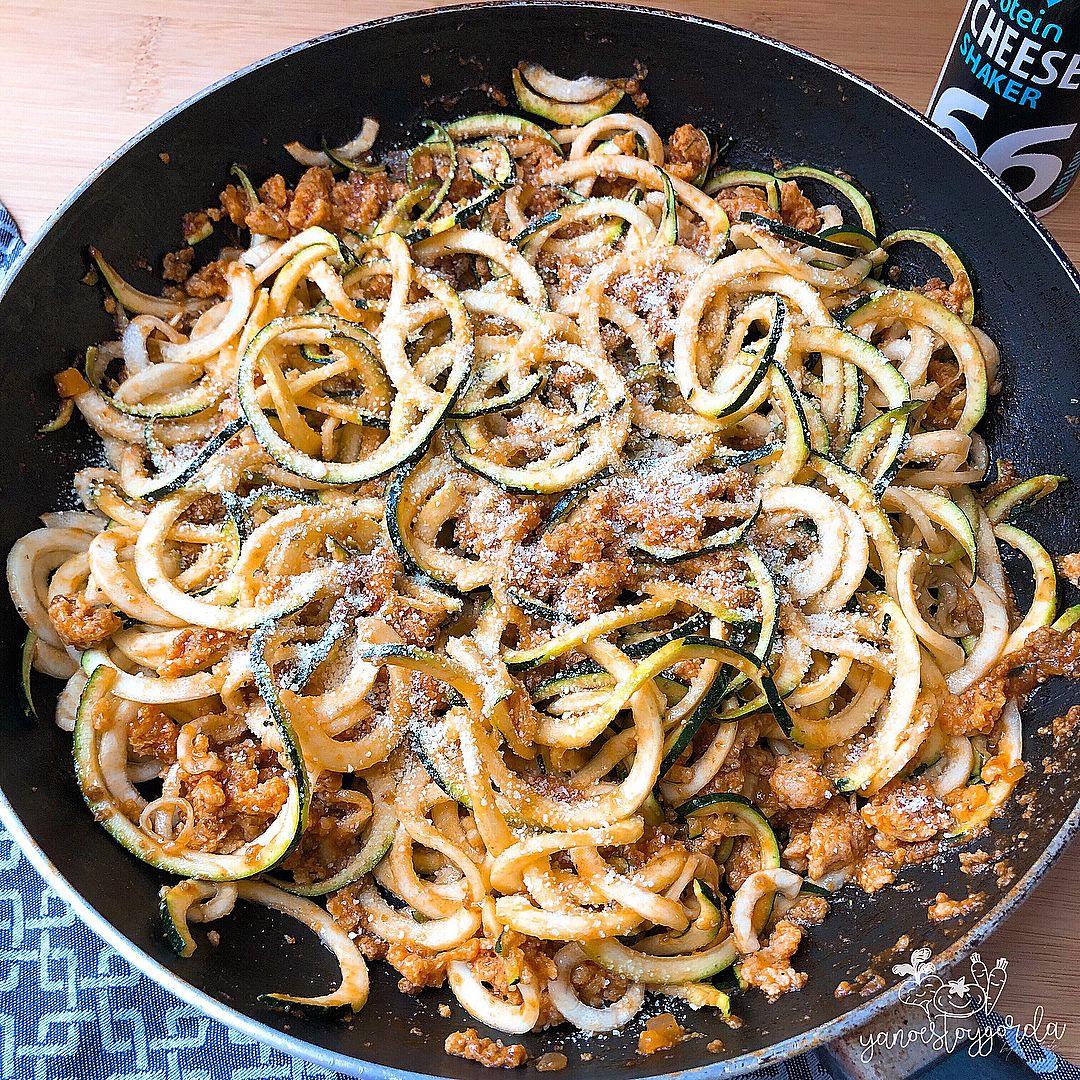 Zoodles con boloñesa vegana