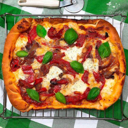 Pizza de trigo integral con verduras asadas