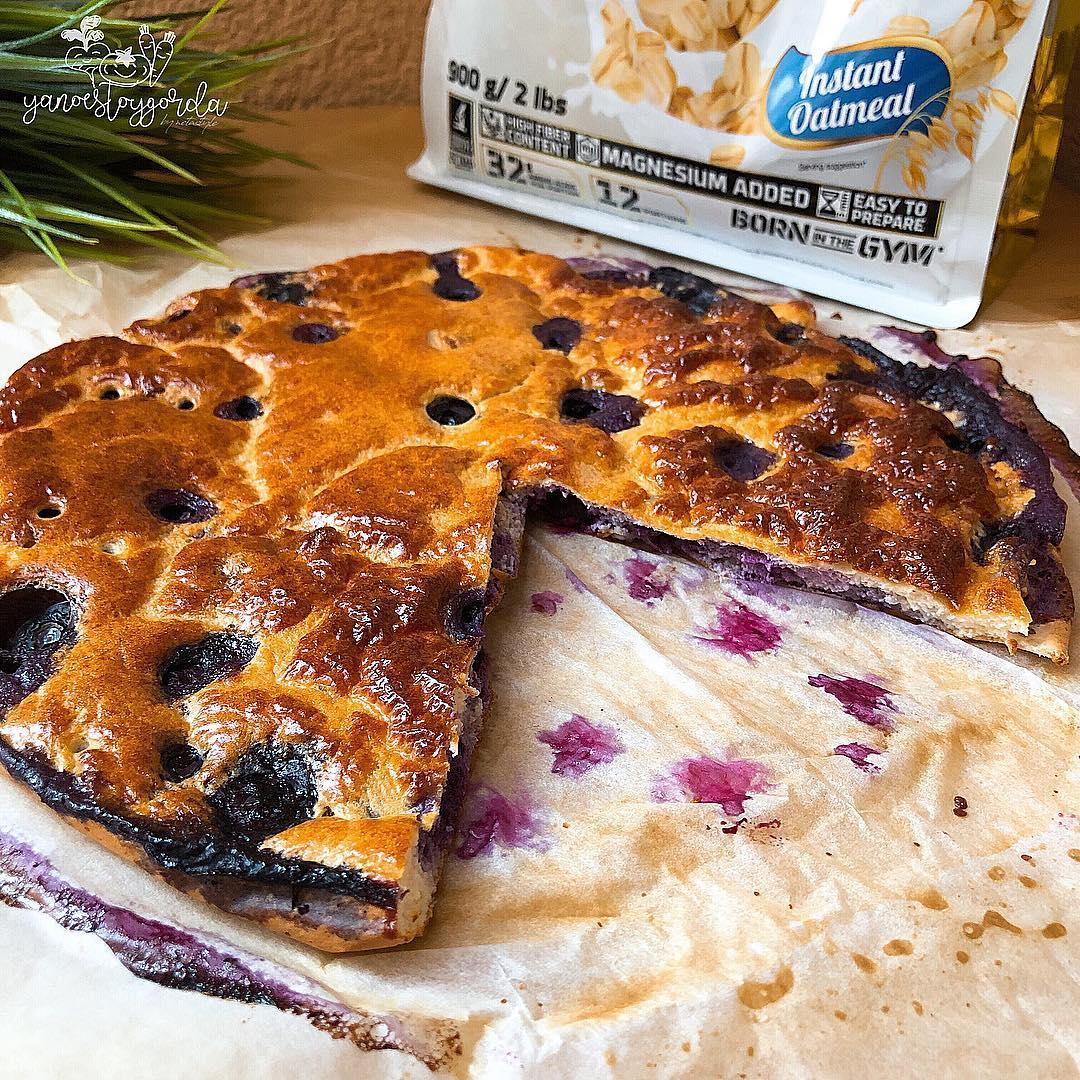 Torta de avena horneada con arándanos