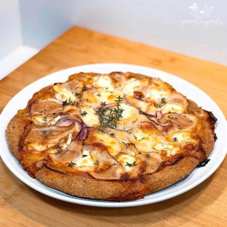 Pizza de espelta integral con peras y queso de cabra