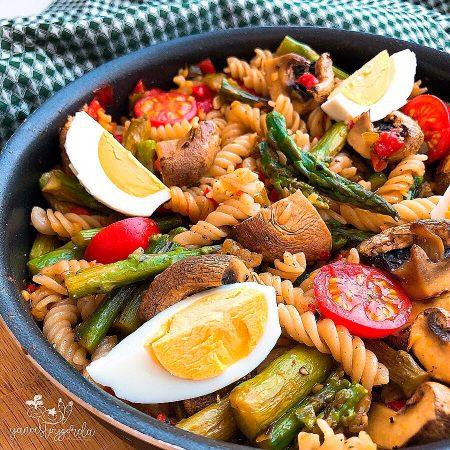 Pasta de arroz integral con verduras