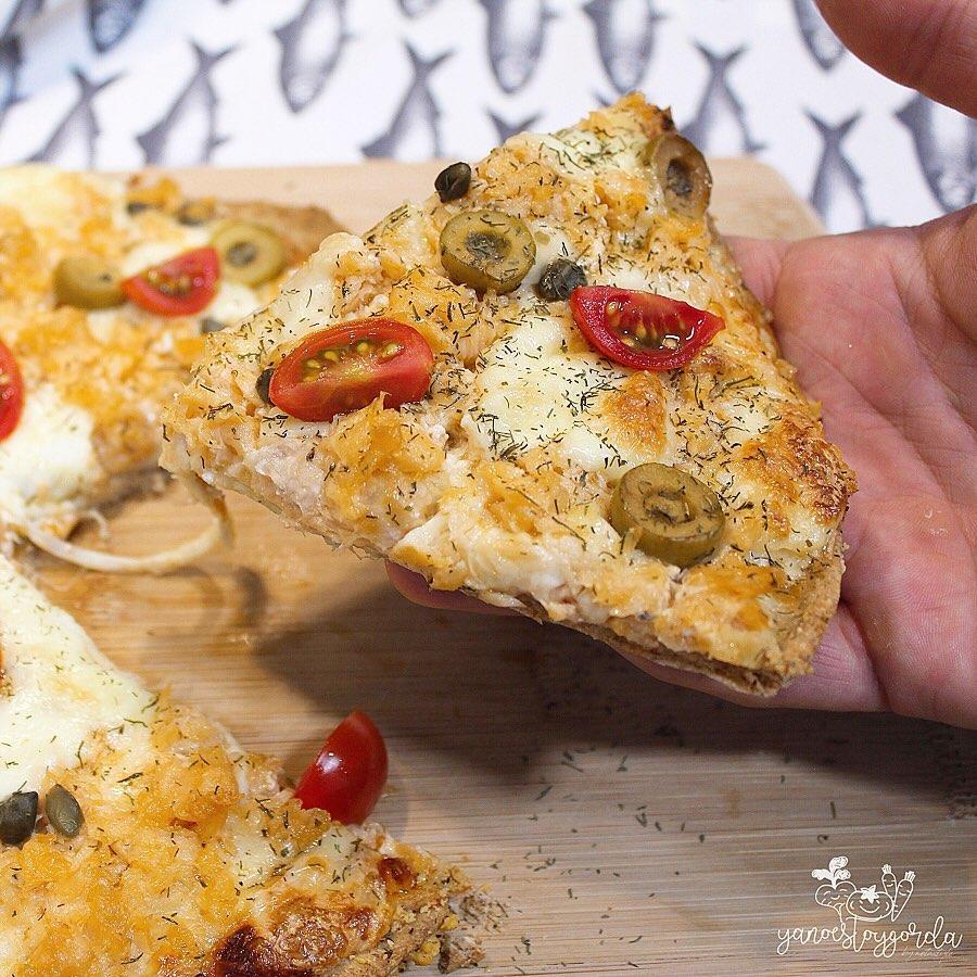 PIZZA MEDIANA DE TRIGO INTEGRAL CON SALMÓN Y ALCAPARRAS