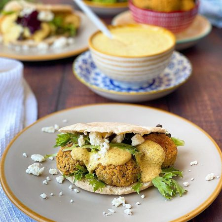 FALAFELS CON SALSA DE QUESO FRESCO AL CURRY