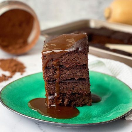 BROWNIE DE CALABAZA Y ALMENDRA CON SIROPE DE CHOCOLATE SALUDABLE